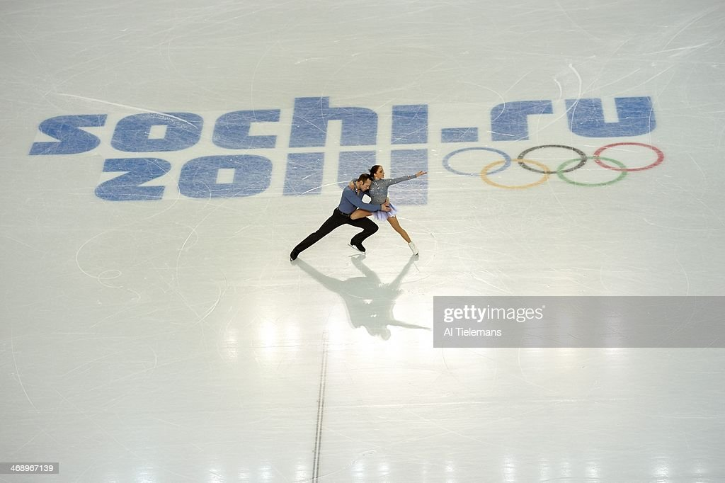 Aerial view of Germany Maylin Wende and Daniel Wende in action during Pairs Short Program at Iceberg Skating Palace. Al Tielemans X157628 TK1 R1 F45 )