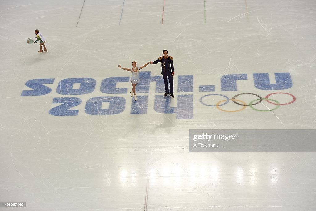 Aerial view of Russia Tatiana Volosozhar and Maxim Trankov in action during Pairs Short Program at Iceberg Skating Palace. Al Tielemans X157628 TK1 R1 F236 )