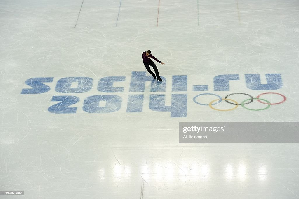 Aerial view of USA Jeremy Abbott in action during Men's Short Program at Iceberg Skating Palace. Al Tielemans F91 )