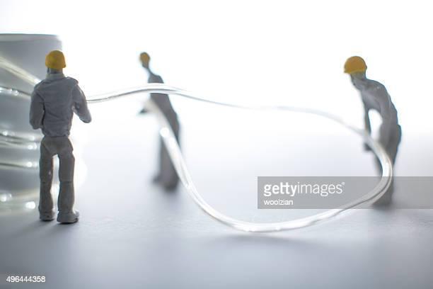 Figurine de pièce des créateurs Installer les câbles