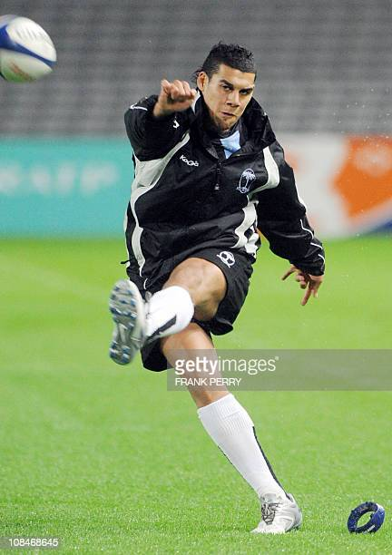 Fijian flyhalf Josh Matavesi kicks a penalty goal during a training session on November 12 2010 at the La Beaujoire stadium in the French western...