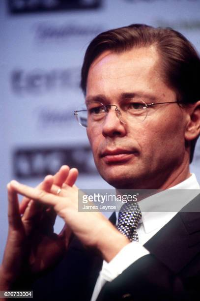 Thomas Middelhoff shown here at the Lycos/Terra merger news conference has joined the growing ranks of ousted media cheifs after privatelyowned...