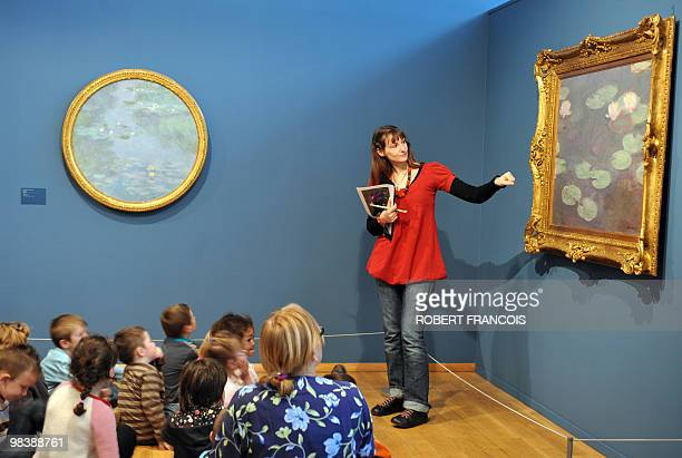 File picture of a guide giving explanations to children paintings to children during a visit on May 2009 at the Impressionnists new Museum in Giverny...
