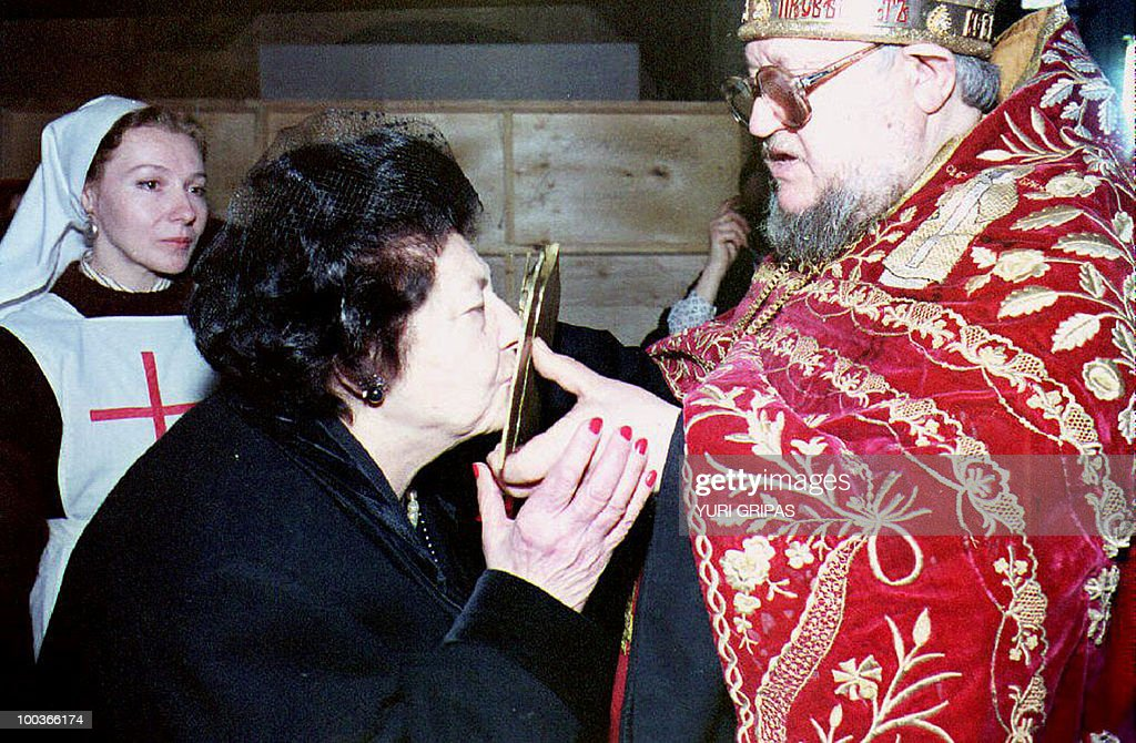 File picture taken on April 20, 1993 shows Leonida Georgievna, widow of the heir to the Russian throne Great Prince Vladimir Kirillovich who died in 1992 and was buried in Russia, kissing an icon held by father Boris during her visit to Marfo-Maryinsky convent in Moscow. Grand Duchess Leonida Georgievna, one of the leading members of the Romanov dynasty ousted from the Russian throne by the Bolsheviks, has died in Spain, a spokesman said on May 24 2010. She was 95. The last surviving member of the Romanov dynasty born in the Russian Empire, she lived an extraordinary life that saw her first marry an American industrialist and then the claimant to the Russian throne.