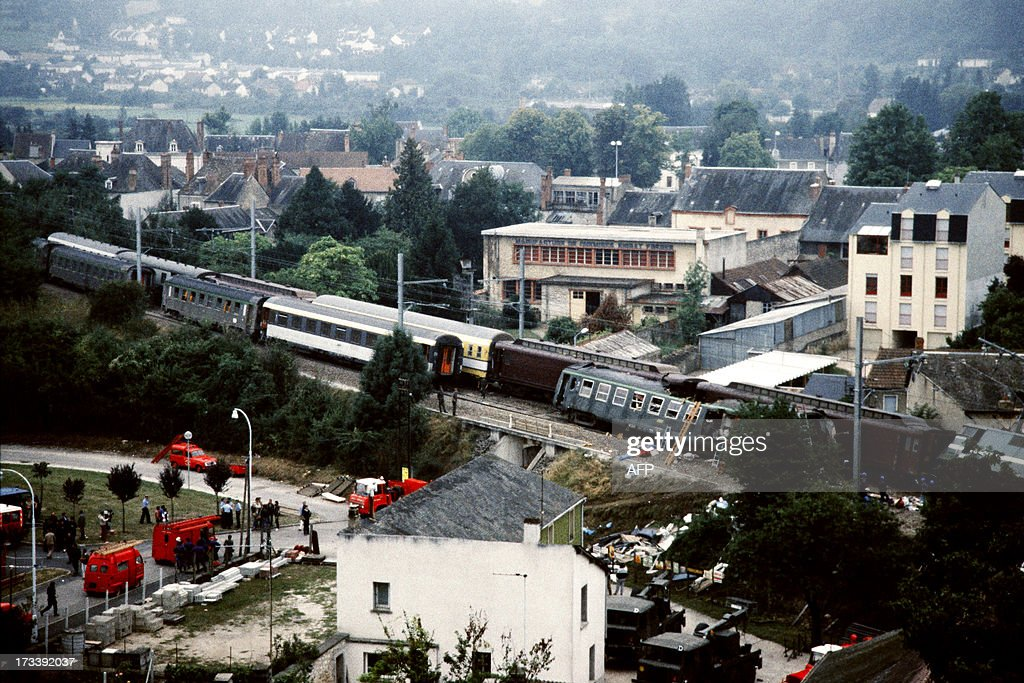 A file picture taken on August 31, 1985 shows the scene of a crash between two trains after one of them derailed and collided with the other in Argenton-sur-Creuse, central France. At least six people were killed and dozens were injured on July 12, 2013 when a train derailed as it passed through a station at Bretigny-sur-Orge, about 25 kilometres (15 miles) south of Paris. This latest accident is the worst train catastrophe since June 2, 2008 when a passenger train linking Evian-les-Bains and Geneva hit a school bus at a level crossing near the town of Allinges, in the French Alps. AFP PHOTO / DOMINIQUE FAGET / FRANK PERRY