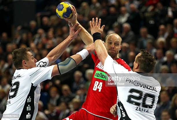 Filip Jicha and Christian Zeitz of Kiel are challenged by Thomas Lammers of Ahlen during the Toyota Handball Bundesliga match between THW Kiel and...