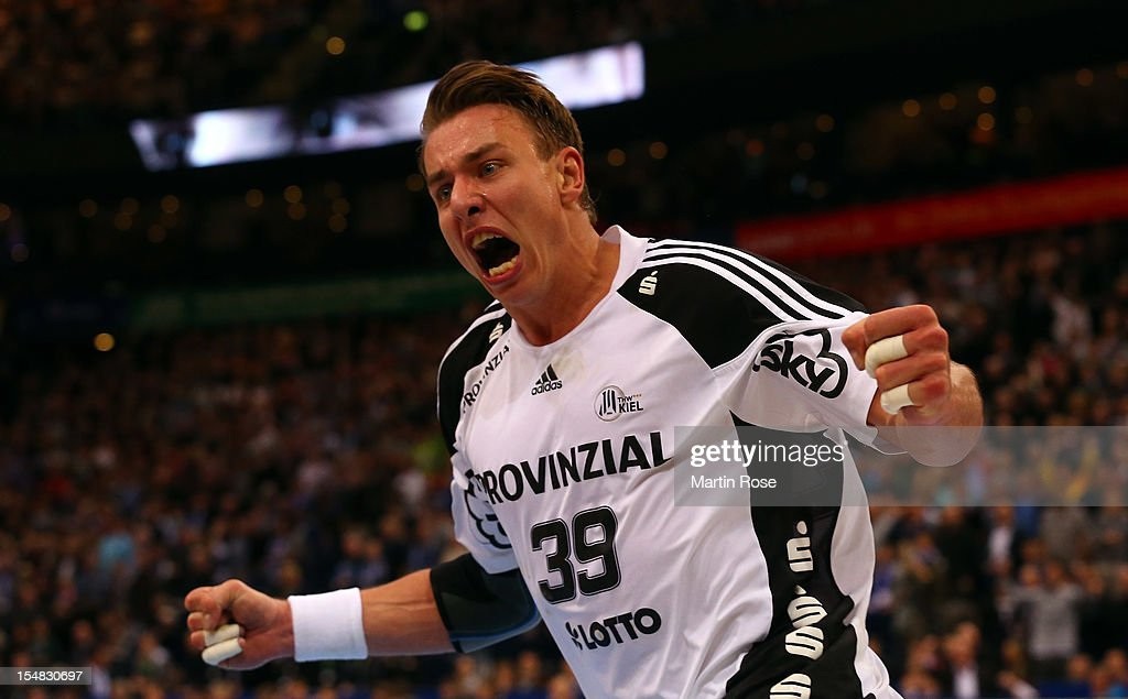 <a gi-track='captionPersonalityLinkClicked' href=/galleries/search?phrase=Filip+Jicha&family=editorial&specificpeople=620584 ng-click='$event.stopPropagation()'>Filip Jicha</a> of Kiel celebrates after scoring the DKB Handball Bundesliga match between HSV Hamburg and THW Kiel at the O2 World on October 27, 2012 in Hamburg, Germany.