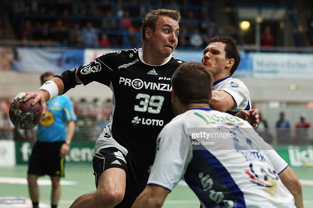 <a gi-track='captionPersonalityLinkClicked' href=/galleries/search?phrase=Filip+Jicha&family=editorial&specificpeople=620584 ng-click='$event.stopPropagation()'>Filip Jicha</a> (L) of Kiel is challenged by Andreas Kunz (back, R) and Philipp Reuter (front) of Grosswallstadt during the Toyota Handball Bundesliga match between TV Grosswallstadt and THW Kiel at the Frankenstolz Arena on November 2, 2010 in Aschaffenburg, Germany.