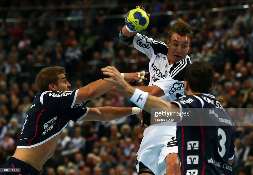 <a gi-track='captionPersonalityLinkClicked' href=/galleries/search?phrase=Filip+Jicha&family=editorial&specificpeople=620584 ng-click='$event.stopPropagation()'>Filip Jicha</a> (C) of Kiel is challenged by Jacob Heinl (L) of Flensburg during the DKB Handball Bundesliga match between THW Kiel and SG Flensburg-Handewitt at Sparkassen Arena on November 7, 2012 in Kiel, Germany.