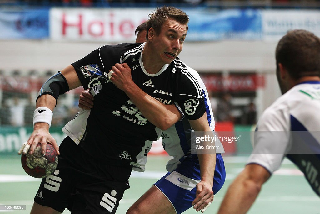 <a gi-track='captionPersonalityLinkClicked' href=/galleries/search?phrase=Filip+Jicha&family=editorial&specificpeople=620584 ng-click='$event.stopPropagation()'>Filip Jicha</a> (front) of Kiel is challenged by <a gi-track='captionPersonalityLinkClicked' href=/galleries/search?phrase=Jens+Tiedtke&family=editorial&specificpeople=579022 ng-click='$event.stopPropagation()'>Jens Tiedtke</a> of Grosswallstadt during the Toyota Handball Bundesliga match between TV Grosswallstadt and THW Kiel at the Frankenstolz Arena on November 2, 2010 in Aschaffenburg, Germany.