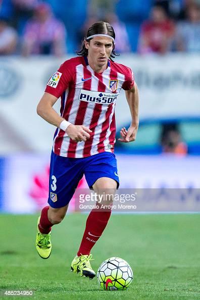Filipe Luis of Atletico de Madrid controls the ball during the La Liga match between Club Atletico de Madrid and UD Las Palmas at Vicente Calderon...