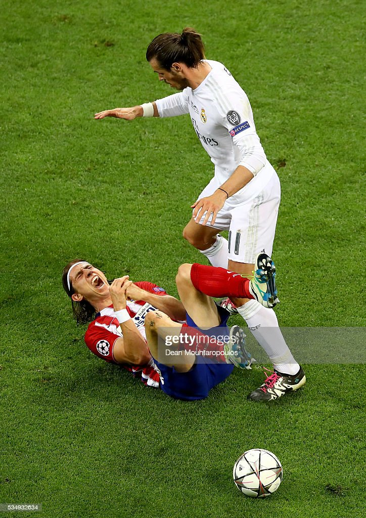 <a gi-track='captionPersonalityLinkClicked' href=/galleries/search?phrase=Filipe+Luis&family=editorial&specificpeople=3941966 ng-click='$event.stopPropagation()'>Filipe Luis</a> of Atletico Madrid is fould by <a gi-track='captionPersonalityLinkClicked' href=/galleries/search?phrase=Gareth+Bale&family=editorial&specificpeople=609290 ng-click='$event.stopPropagation()'>Gareth Bale</a> of Real Madrid during the UEFA Champions League Final match between Real Madrid and Club Atletico de Madrid at Stadio Giuseppe Meazza on May 28, 2016 in Milan, Italy.