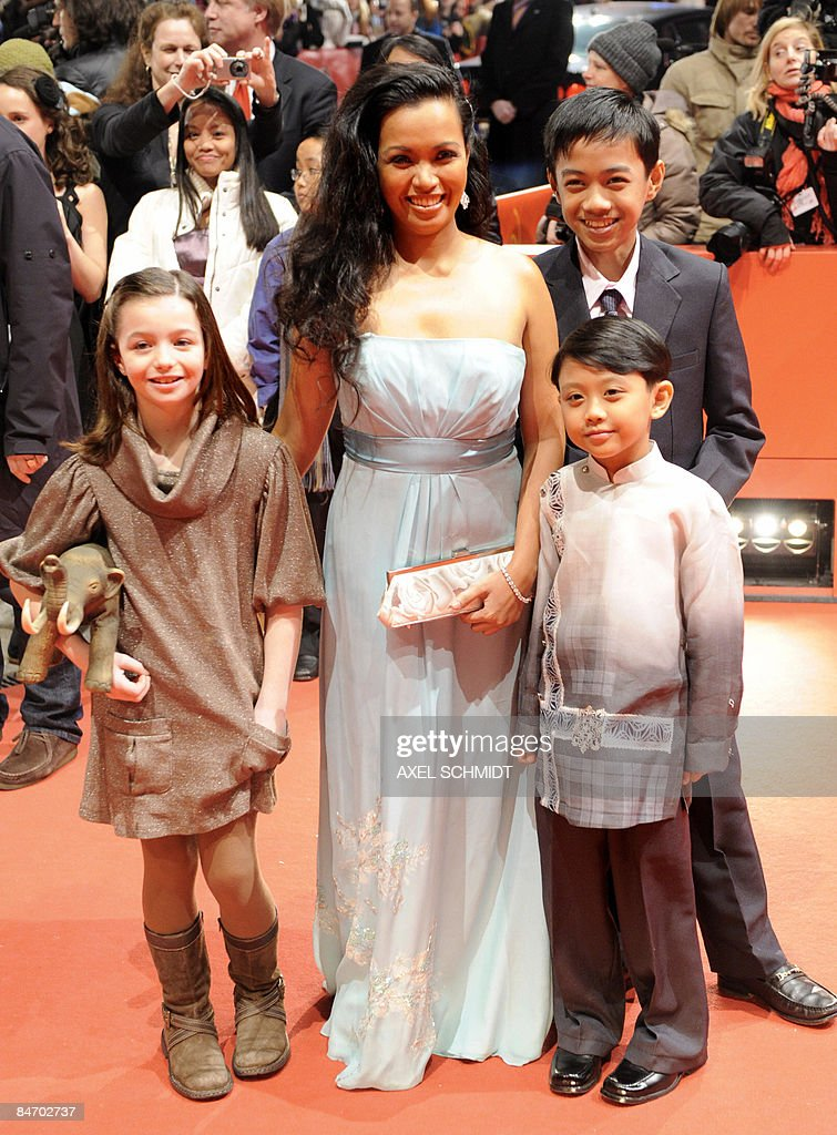 Filipina actress Marife Necesito (C) poses with children actors (from L) Sophie Nyweide, Jan Nicdao (back) and Martin Delos Santospose on the red carpet ahead of the premiere of the film 'Mammoth' by Swedish director Lukas Moodysson and presented in competition at the 59th Berlinale Film Festival in Berlin February 8, 2009. The Berlinale is taking place from February 5 to 15, 2009 with 18 productions vying for the coveted Golden Bear for best picture to be awarded February 14.