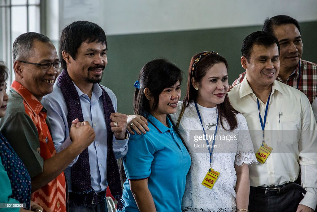 Filipino boxing icon <a gi-track='captionPersonalityLinkClicked' href=/galleries/search?phrase=Manny+Pacquiao&family=editorial&specificpeople=3855506 ng-click='$event.stopPropagation()'>Manny Pacquiao</a> (2nd from L) and his wife Jinkee (2nd from R), meet convicted drug trafficker <a gi-track='captionPersonalityLinkClicked' href=/galleries/search?phrase=Mary+Jane+Veloso&family=editorial&specificpeople=14315459 ng-click='$event.stopPropagation()'>Mary Jane Veloso</a> of the Philippines during a visit at Wirogunan prison on July 10, 2015 in Yogyakarta, Indonesia. Veloso was sentenced to death after being arrested in Adisucipto International Airport in Yogyakarta with 2.6kg of heroin. Pacquiao will meet with Indonesian President Joko Widodo in support of Veloso, who maintains her innocence.