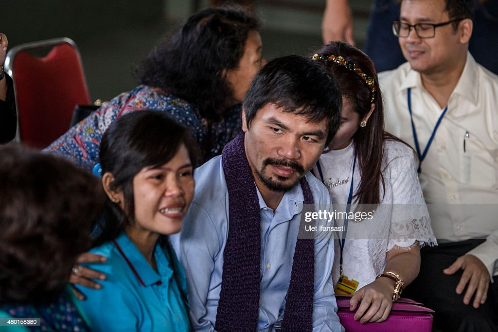 Filipino boxing icon <a gi-track='captionPersonalityLinkClicked' href=/galleries/search?phrase=Manny+Pacquiao&family=editorial&specificpeople=3855506 ng-click='$event.stopPropagation()'>Manny Pacquiao</a> (C), and his wife Jinkee, meet convicted drug trafficker <a gi-track='captionPersonalityLinkClicked' href=/galleries/search?phrase=Mary+Jane+Veloso&family=editorial&specificpeople=14315459 ng-click='$event.stopPropagation()'>Mary Jane Veloso</a> of the Philippines during a visit at Wirogunan prison on July 10, 2015 in Yogyakarta, Indonesia. Veloso was sentenced to death after being arrested in Adisucipto International Airport in Yogyakarta with 2.6kg of heroin. Pacquiao will meet with Indonesian President Joko Widodo in support of Veloso, who maintains her innocence.