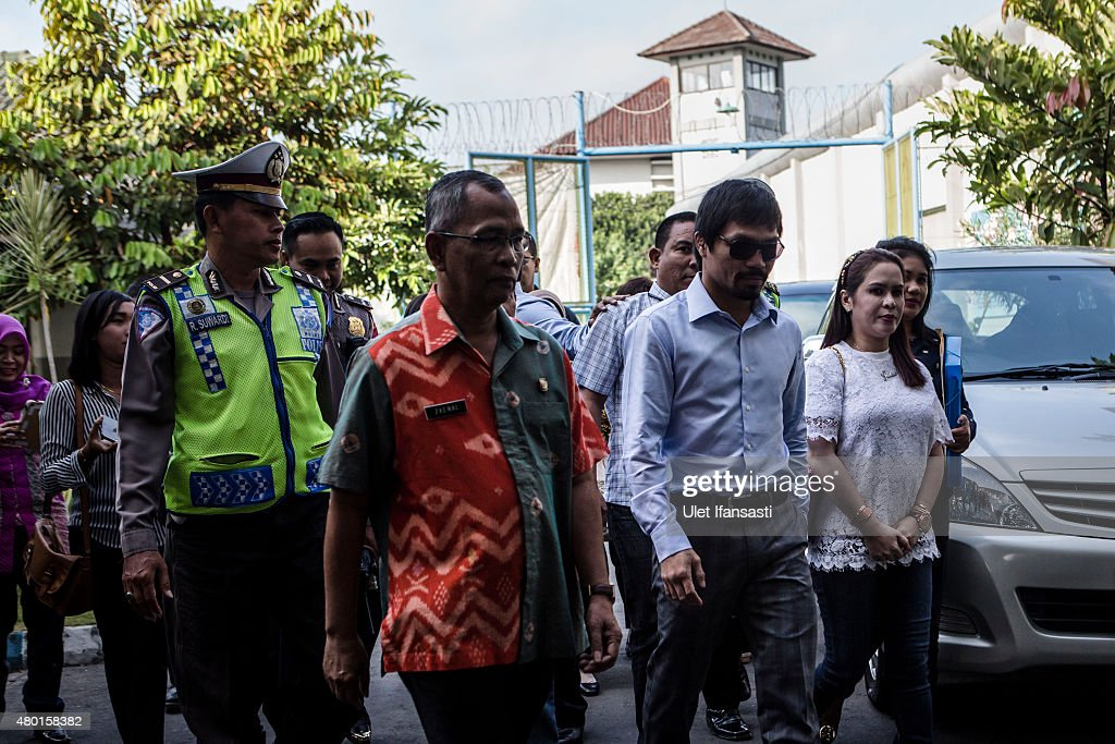 Filipino boxing icon <a gi-track='captionPersonalityLinkClicked' href=/galleries/search?phrase=Manny+Pacquiao&family=editorial&specificpeople=3855506 ng-click='$event.stopPropagation()'>Manny Pacquiao</a> (2nd from R), arrives at Wirogunan prison to meet convicted drug trafficker Mary Jane Veloso of the Philippines on July 10, 2015 in Yogyakarta, Indonesia. Veloso was sentenced to death after being arrested in Adisucipto International Airport in Yogyakarta with 2.6kg of heroin. Pacquiao will meet with Indonesian President Joko Widodo in support of Veloso, who maintains her innocence.