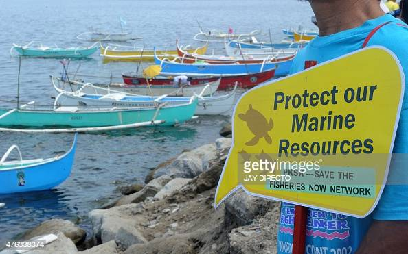 Filipino fishermen mark World Ocean Day with a protest on Manila Bay near the Philippine Senate on June 8 2015 More than 200 fishermen onboard 40...