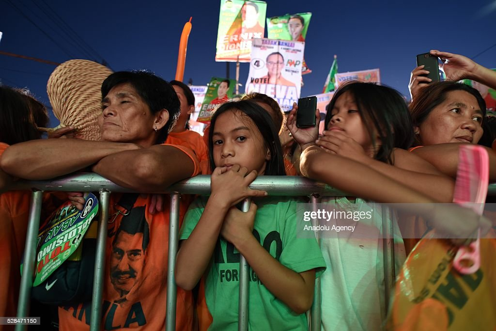Filipino supporters of Presidential candidate Grace Poe and Former Philippine President, Joseph Estrada during the latters meeting de avance held in Tondo district, Manila on 05 May 2016.