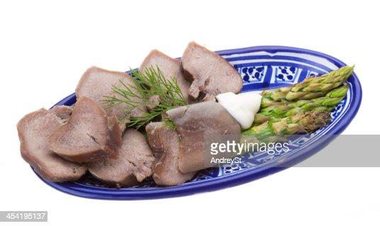 Cortado em Filete de carne de porco língua com Espargo : Foto de stock