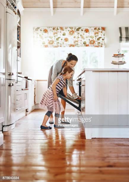 Remplissage de leur maison avec le parfum délicieux de cuit maison