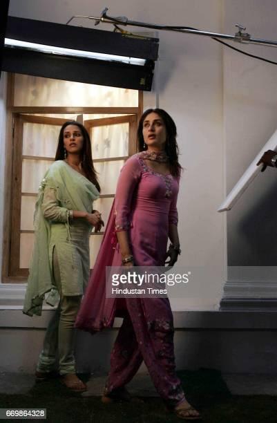 MUMBAI INDIA APRIL 16 2006 Film Chup Chup Ke Neha Dhupia and Kareena Kapoor on the sets
