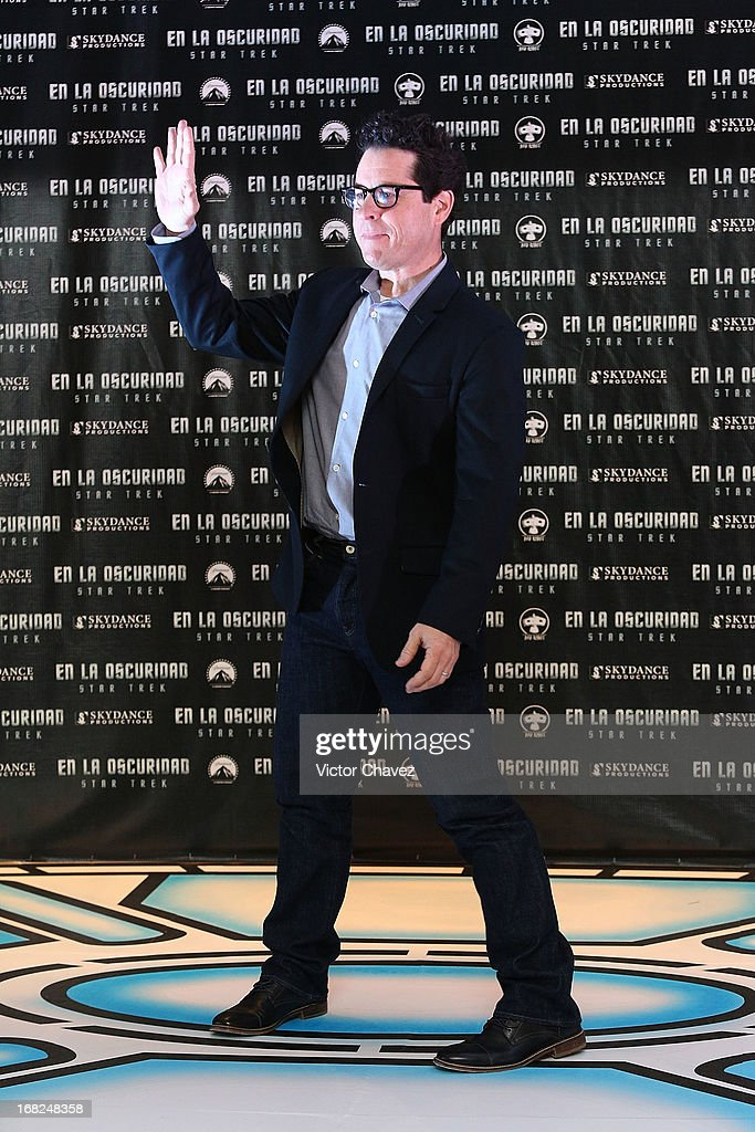 Film director <a gi-track='captionPersonalityLinkClicked' href=/galleries/search?phrase=J.J.+Abrams&family=editorial&specificpeople=253632 ng-click='$event.stopPropagation()'>J.J. Abrams</a> attends a photocall to promote the new film 'Star Trek Into Darkness' at Four Seasons Hotel on May 7, 2013 in Mexico City, Mexico.