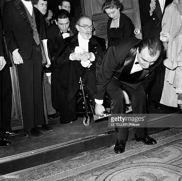 Film Premiere Of 'Si Paris Nous Etait Conte' By Sacha Guitry Paris France 26 janvier 1956 A l'Opéra Garnier lors de l'entracte à l'avantpremière de...