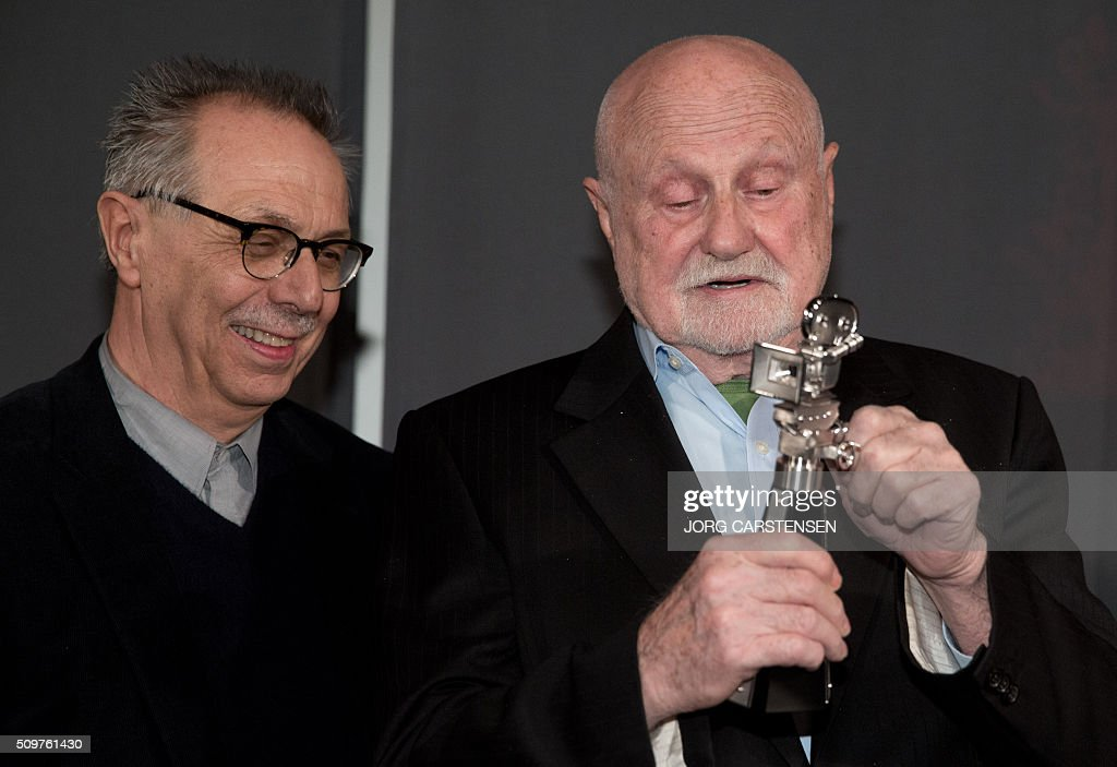 US film producer Ben Barenholtz (R) recives the Berlinale Camera award from Berlinale film festival director Dieter Kosslick on February 12, 2016 in Berlin as tribute for his collaboration with Berlin Film Festival. / AFP / dpa / Jörg Carstensen / Germany OUT