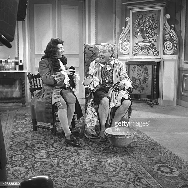 Film set of the 'Hypochondriac' of MOLIÈRE Fernand Ledoux to the right in 'Argan's' role