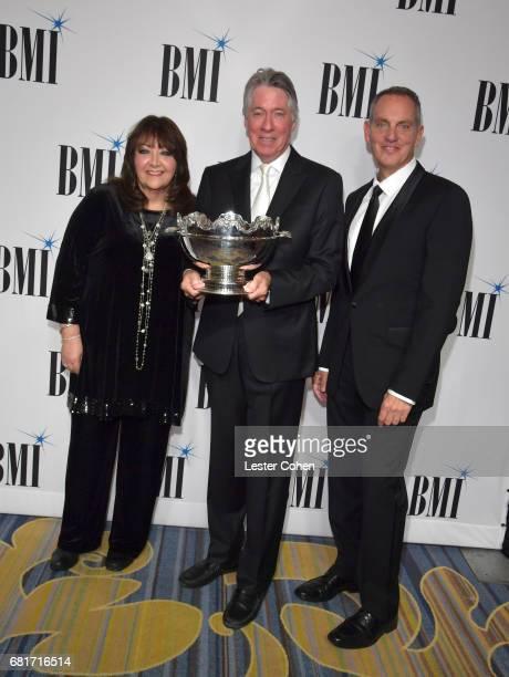 BMI VP Film TV Visual Media Relations Doreen RingerRoss 2017 BMI Icon Award recipient Alan Silvestri and BMI President CEO Mike O'Neill at the 2017...