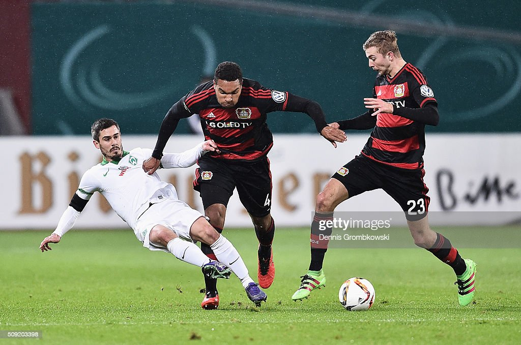 <a gi-track='captionPersonalityLinkClicked' href=/galleries/search?phrase=Fin+Bartels&family=editorial&specificpeople=3967950 ng-click='$event.stopPropagation()'>Fin Bartels</a> of Werder Bremen battles with <a gi-track='captionPersonalityLinkClicked' href=/galleries/search?phrase=Jonathan+Tah&family=editorial&specificpeople=7917859 ng-click='$event.stopPropagation()'>Jonathan Tah</a> and <a gi-track='captionPersonalityLinkClicked' href=/galleries/search?phrase=Christoph+Kramer&family=editorial&specificpeople=5588926 ng-click='$event.stopPropagation()'>Christoph Kramer</a> of Bayer Leverkusen during the DFB Cup Quarter Final match between Bayer Leverkusen and Werder Bremen at BayArena on February 9, 2016 in Leverkusen, Germany.