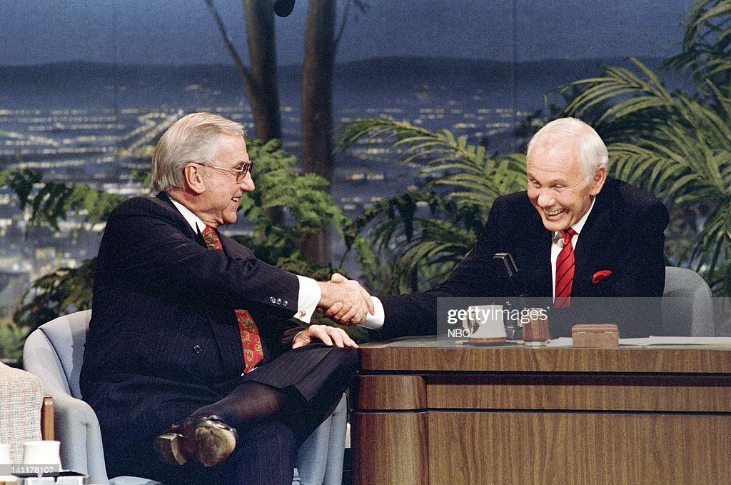 CARSON -- 'Final Show' Air Date -- Pictured: (l-r) Co-host Ed McMahon, Host <a gi-track='captionPersonalityLinkClicked' href=/galleries/search?phrase=Johnny+Carson&family=editorial&specificpeople=206990 ng-click='$event.stopPropagation()'>Johnny Carson</a> -- Photo by: Alice S. Hall/NBCU Photo Bank