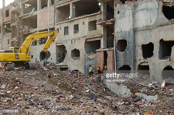 CONTENT] Final stage of the army rescue operation at Rana Plaza site