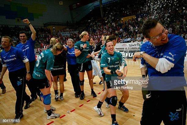 Final women Viborg celebrating the danish championsship