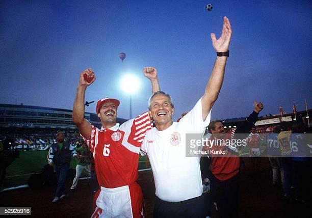 EM 1992 Finale Goeteborg DAENEMARK DEUTSCHLAND 20 DAENEMARK EUROPAMEISTER 1992 JUBEL Kim CHRISTOFTE Richard MOELLERNIELSEN/DEN