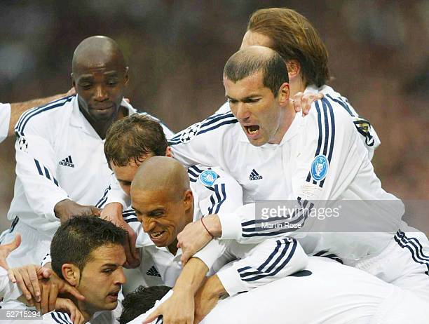 Finale in Glasgow BAYER 04 LEVERKUSEN REAL MADRID 12 REAL MADRID CHAMPIONS LEAGUE SIEGER 2002 JUBEL TEAM REAL MADRID Claude MAKELELE Ivan HELGUERA...