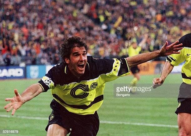 LEAGUE 96/97 Finale in Muenchen 280597 FINALE BORUSSIA DORTMUND JUVENTUS TURIN 31 DORTMUND CHAMPIONS LEAGUE SIEGER 1997/EUROPAPOKALSIEGER 1997 JUBEL...