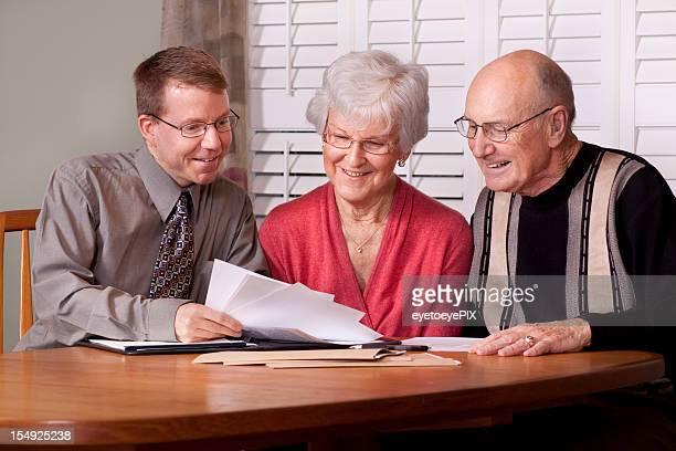 Financial advisor und Senior Überprüfung Investitionen