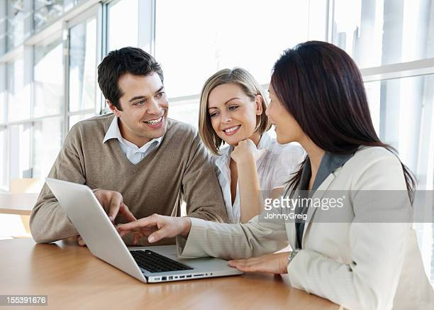 Financial Advisor mit Paar