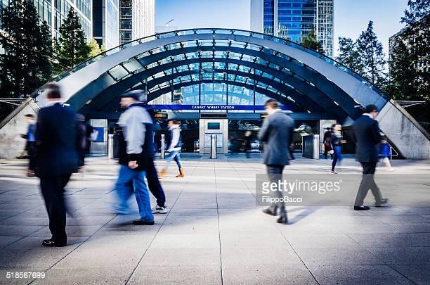 金融地区カナリー・ワーフ駅でロンドン