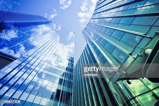 金融地区のガラスの建物、ロンドンの街