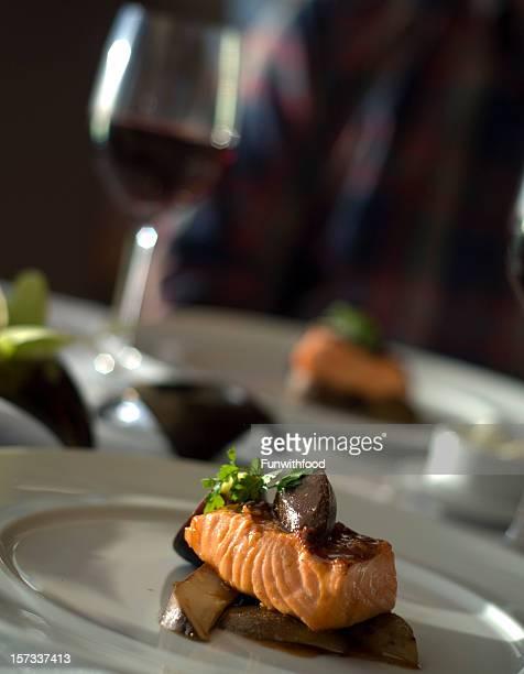Fine Table de repas pour deux, dîner, le Restaurant Salmon poissons et fruits de mer