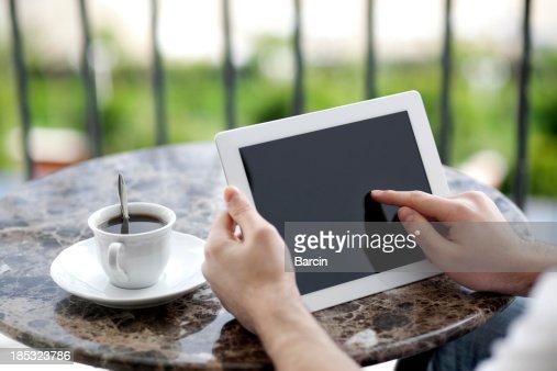 デジタルタブレット上の指を指す