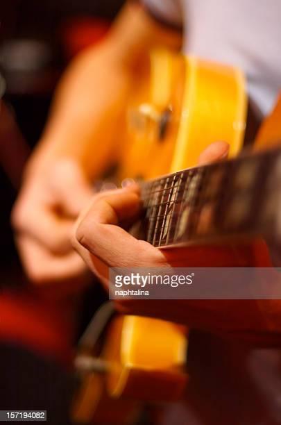 指をギター