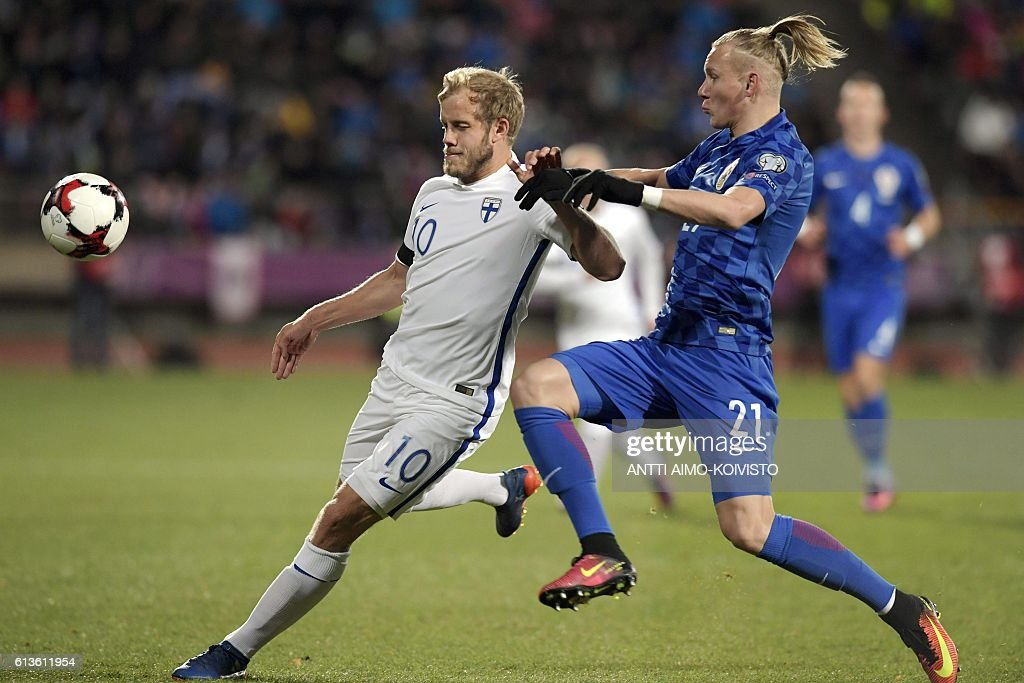 Finland's forward Teemu Pukki (L) and Croatia's defender Domagoj Vida vie for the ball during the 2018 World Cup qualifier football match of Finland vs Croatia in Tampere, Finland, on October 9, 2016. / AFP / LEHTIKUVA / Antti Aimo-Koivisto / Finland OUT