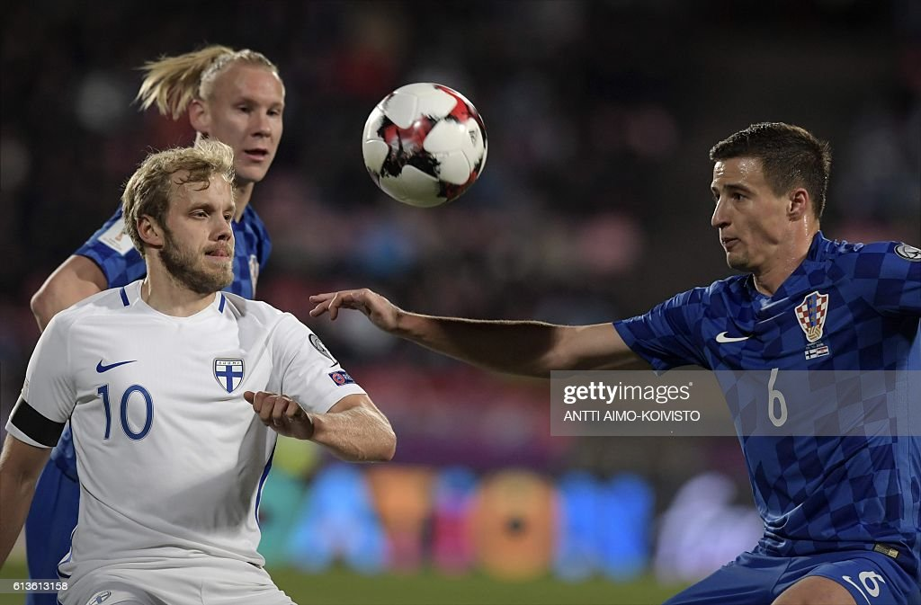 Finland's forward Teemu Pukki (L) and Croatia's defender Matej Mitrovic (R) vie for the ball during the 2018 World Cup qualifier football match of Finland vs Croatia in Tampere, Finland, on October 9, 2016. / AFP / LEHTIKUVA / Antti Aimo-Koivisto / Finland OUT