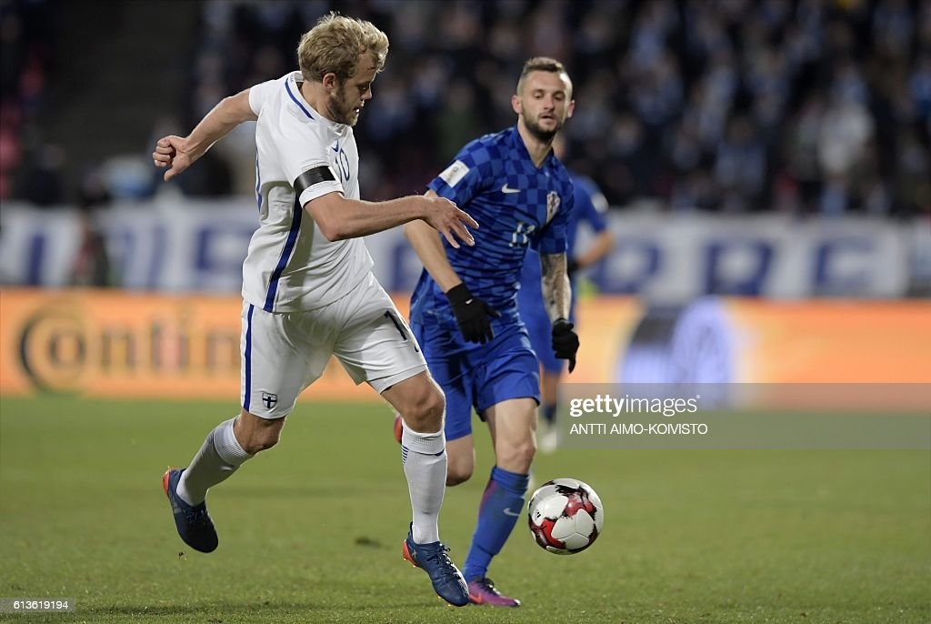 Finland's forward Teemu Pukki (L) and Croatia's midfielder Marcelo Brozovic vie for the ball during the 2018 World Cup qualifier football match of Finland vs Croatia in Tampere, Finland, on October 9, 2016. / AFP / LEHTIKUVA / Antti Aimo-Koivisto / Finland OUT