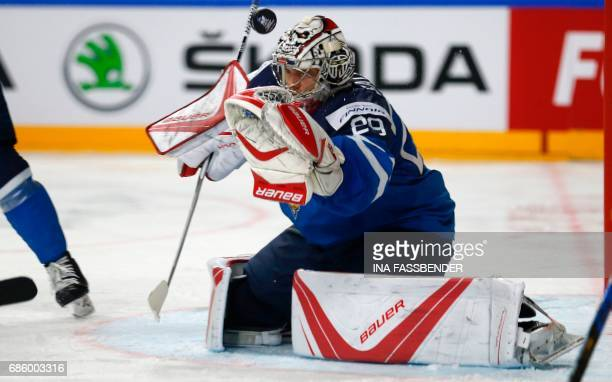 Finland's goalkeeper Harri Sateri fails to save the 21 goal during the IIHF Men's World Championship Ice Hockey semifinal match between Sweden and...