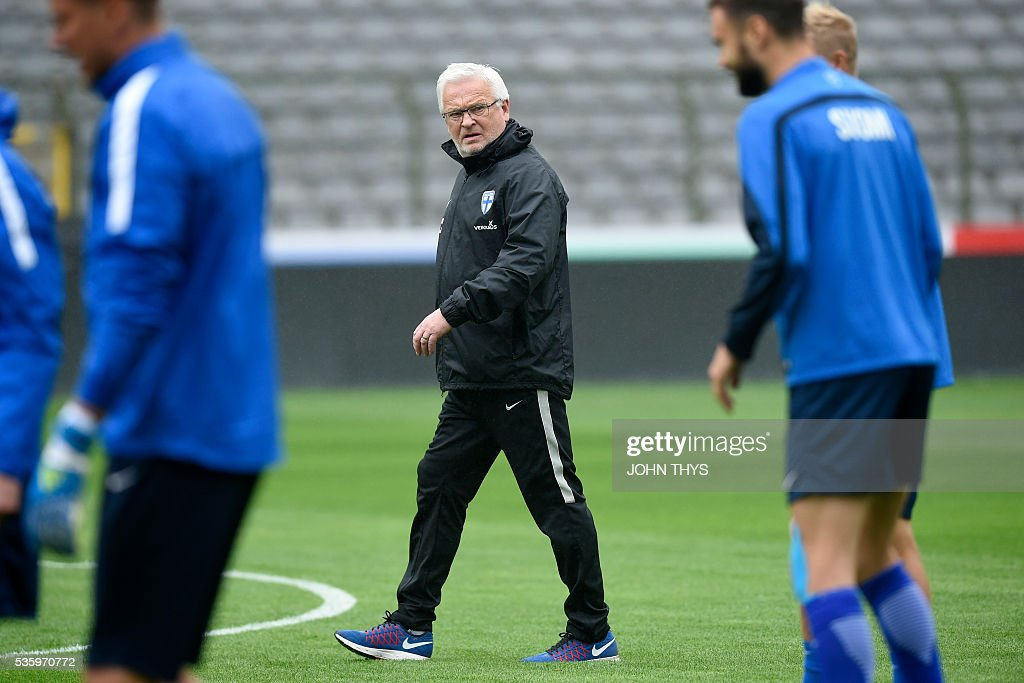 Finland's head coach Hans Backe takes part in a training session on the eve of the friendly football match between Belgium and Finland on May 31, 2016, in Brussels. / AFP / BELGA / JOHN THYS / Belgium OUT