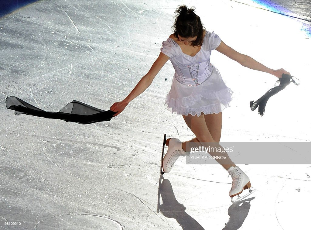Finland's Laura Lepisto performs during the exhibition gala of the World Figure Skating Championships on March 28, 2010 at the Palavela ice-rink in Turin. AFP PHOTO / YURI KADOBNOV
